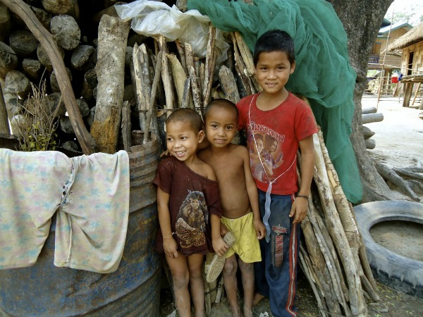 Children in Laos 600