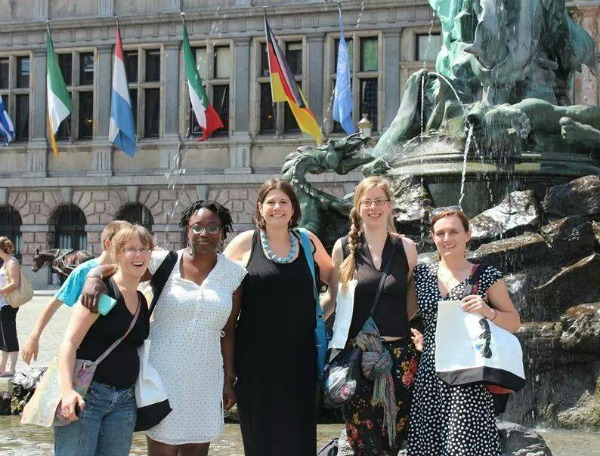 World Moms met for an afternoon in Antwerp Belgium in 2014! Olga Mecking of the Netherlands, Mirjam of the Netherlands, Jennifer Burden of the USA, K10K of Belgium and Tinne of Belgium.