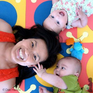 Dee_Harlow with her twins.
