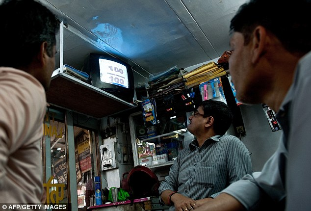 Shopkeepers let the customers watch the match from the shop indefinitely
