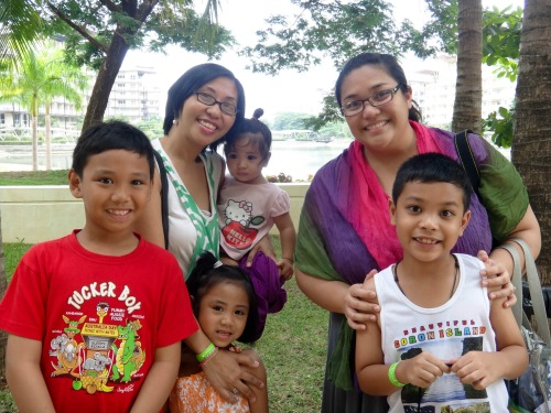 World Mom Contributors Tina Santiago-Rodriguez and Mrs. C. on vacation together in the Philippines!