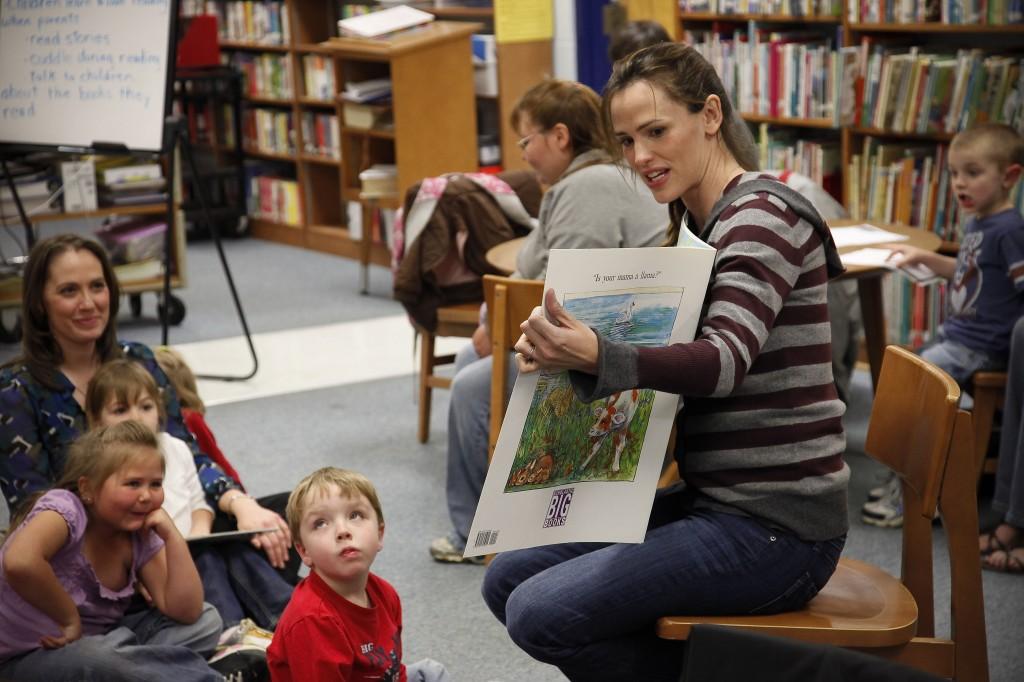 Jennifer Garner and Idol Give Back visit children in rural Kentucky